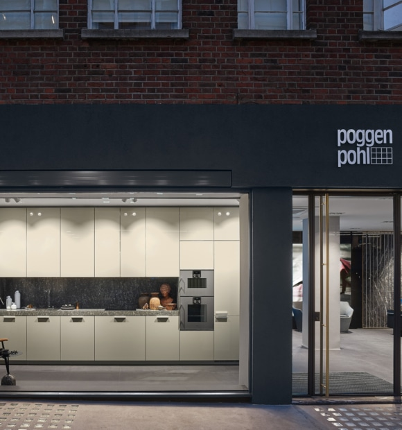 Il flagship store di Poggenpohl colpisce per la straordinaria architettura e l'allestimento delle cucine